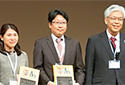 Dr Kitaura receives Juhn and Mary Wada Prize
