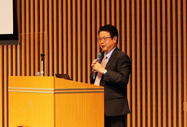 Professor Ikeuchi presents public lecture on Alzheimer's research