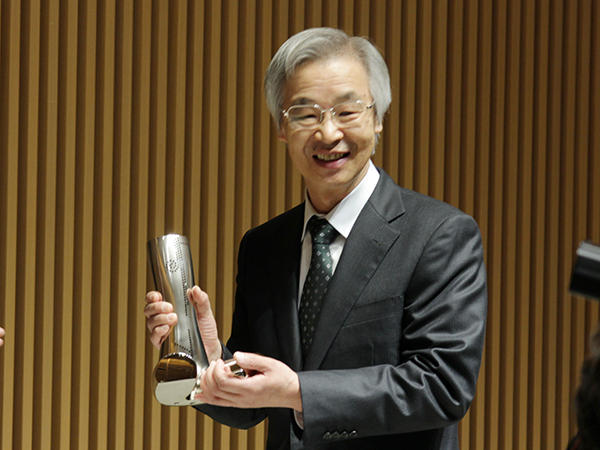新潟日報文化賞の表彰式が執り行われました